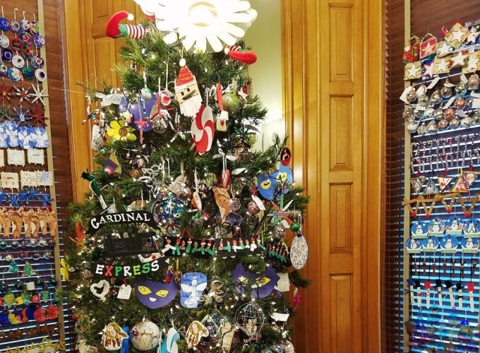 Schoolchildren Decorate the Governor's Office